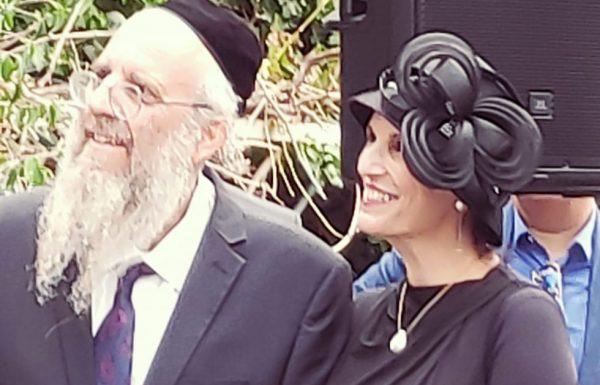 """""""הוא בסך הכל ניתק את עצמו מהעץ"""".  הרבנית ימימה והרב חיים מזרחי בשיחה מיוחדת על אחד הנושאים הקרובים ביותר לליבם ולעשייתם: נוער נושר."""